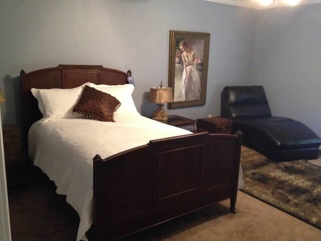 Main bedroom in Rhett Butler Suite