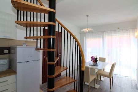 Accomodation Antonio, apartment for four persons - Jezera