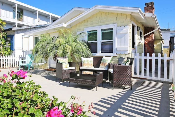 Tommy Bahama Beach Cottage Steps to Sand + Bikes!