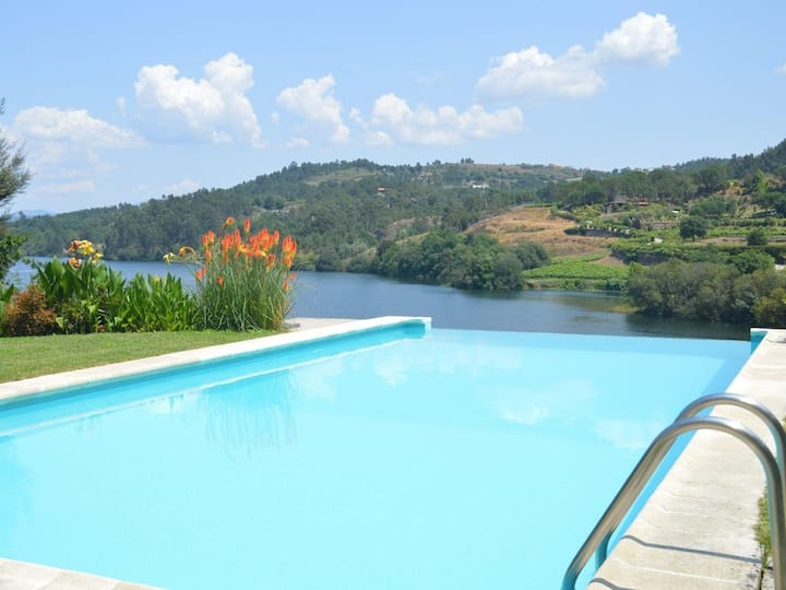 INFINITY Pool, TOTAL Privacy, near OPORTO+ wifi