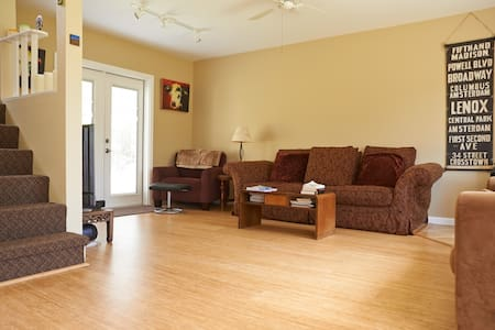 Penny's Place-comfort & quiet in downtown Pt Reyes