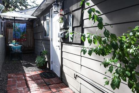 Quaint La Mesa Garden Guesthouse