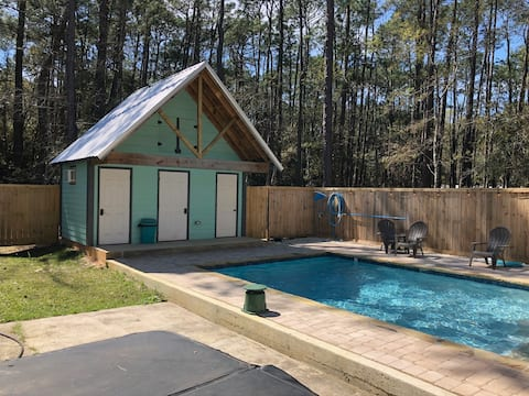 HEATED pool, tanning ledge,hot tub,outdoor shower!