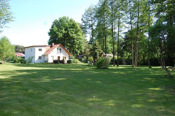 Wandlitz: Haus im Grünen mit Seeblick - Wandlitz - Casa