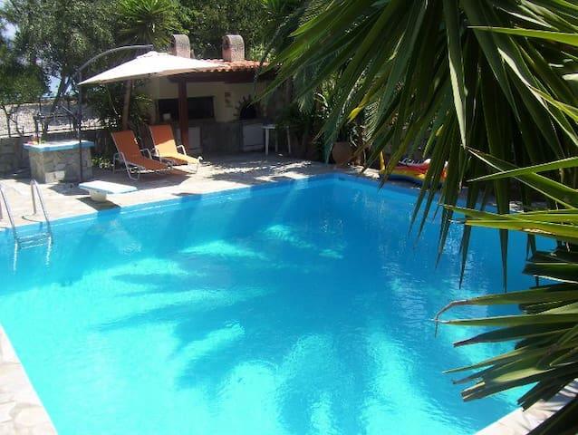 Dina's Villa Isthmia