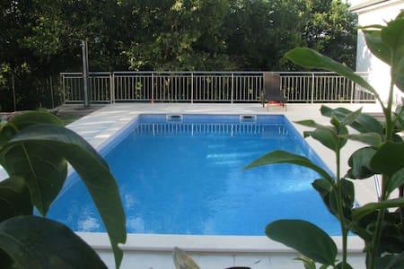 Apartment with pool near Omiš - Kučiće