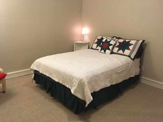 Large room, private bath/entrance - Renton