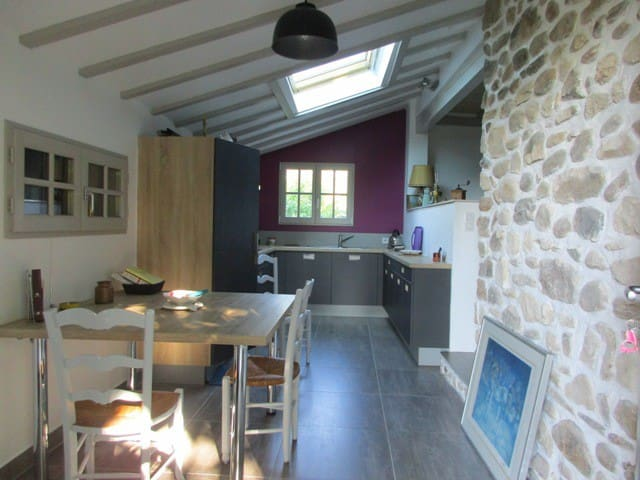 Flat for rent joined on to a typical Basque house - Ascain - Huoneisto