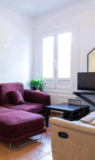 Living room with TV and 24 hours Internet