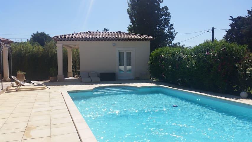 Une maisonnette idéale pour des vacances réussies - La Barben - บ้าน