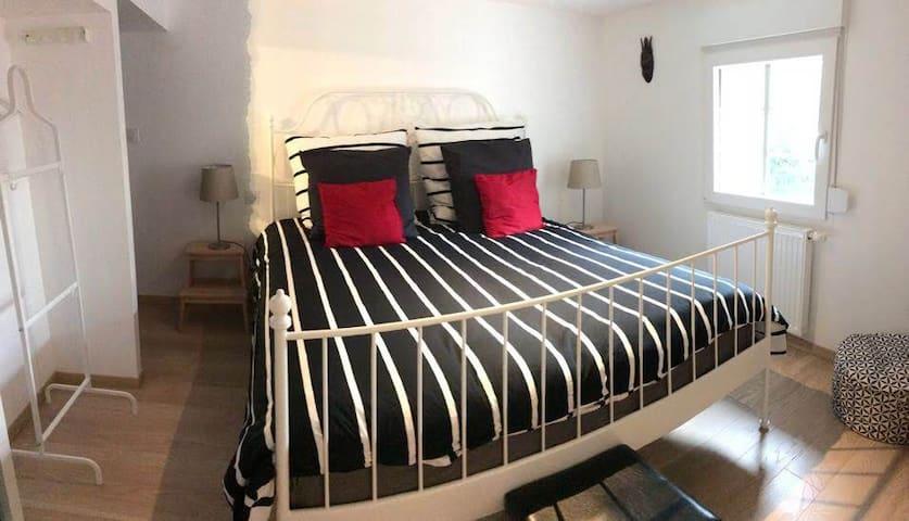 Grand lit en 160 sur mezzanine