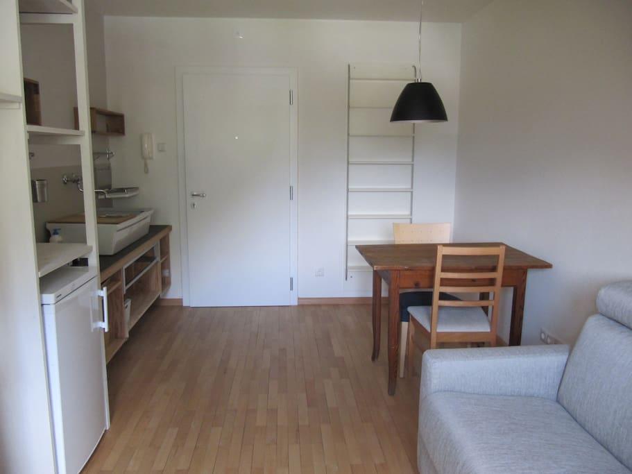 mansarde im retrostil wohnungen zur miete in bozen. Black Bedroom Furniture Sets. Home Design Ideas