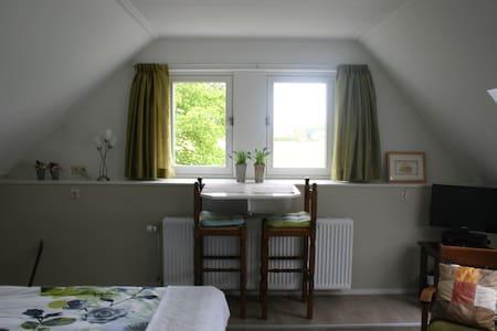 Bovenkamer (achter) De Borg: knus, ruim, landelijk - Winterswijk Ratum - Szoba reggelivel