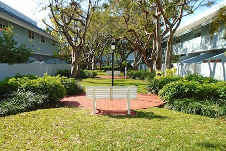Beautiful Designer Townhouse in Key Biscayne - Key Biscayne - Reihenhaus