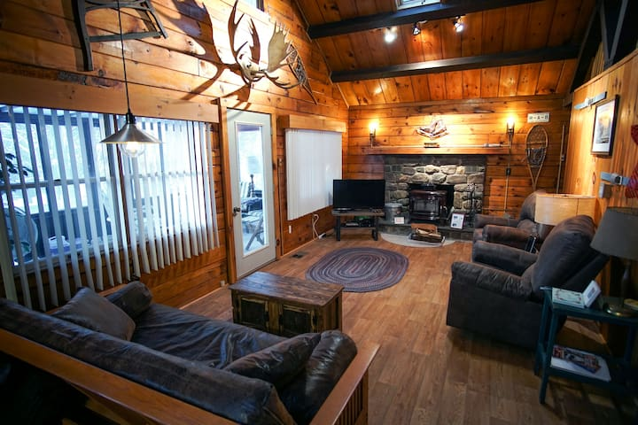 Pocono Mtn Log Cabin–K/Q Beds, New Kitchen, WiFi - Arrowhead Lake - Kabin