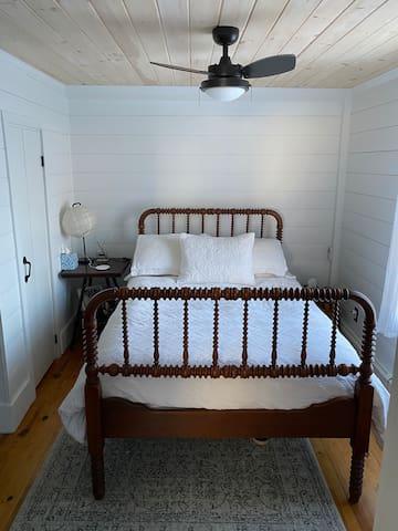 1st Floor Bedroom: full size bed.