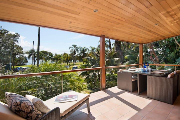 WARATAH by Palm Beach Holiday Rentals