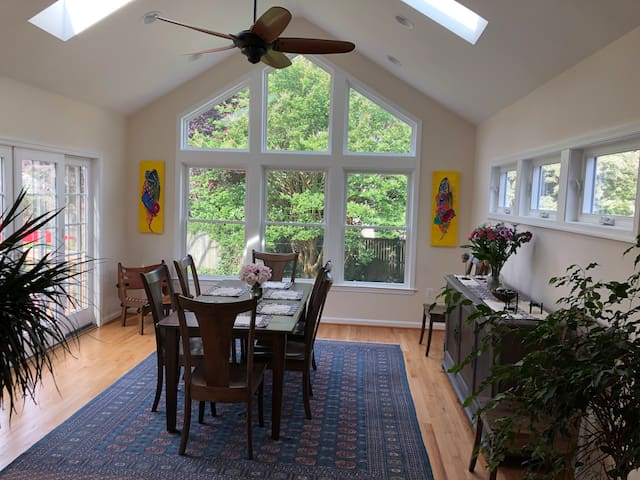 4BR artsy home near Pentagon, 8 minutes to DC