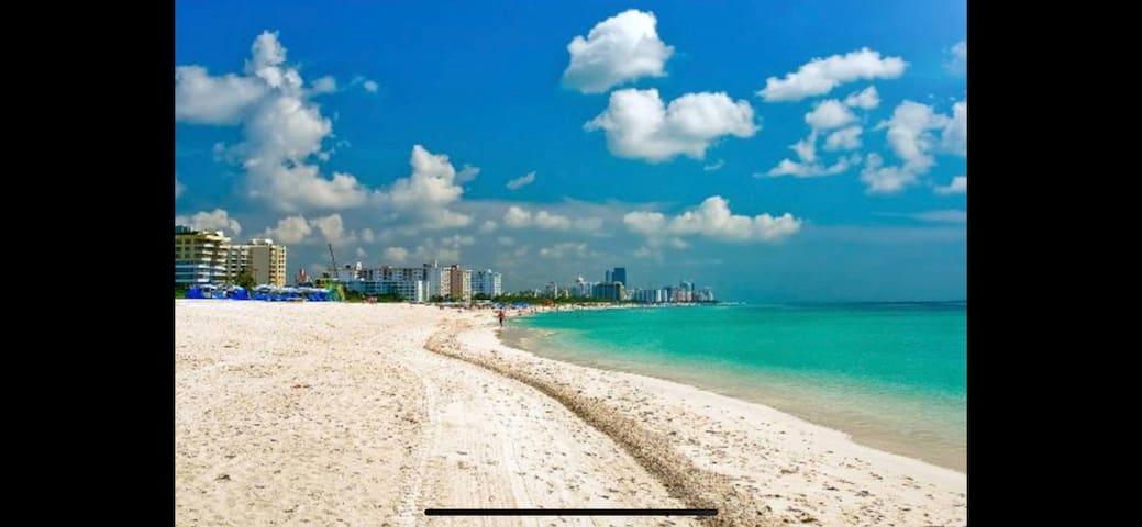 MODERN AMAZING BEACH CONDO! ON SAND IN MIAMI BEACH