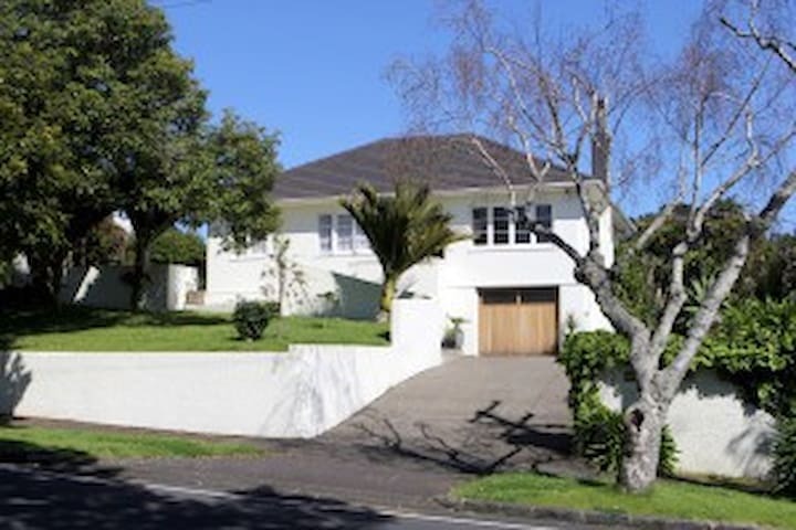 AUCKLAND COMFY/WARM/FRIENDLY  FREE AIR PORT PICKUP - Auckland - Bed & Breakfast