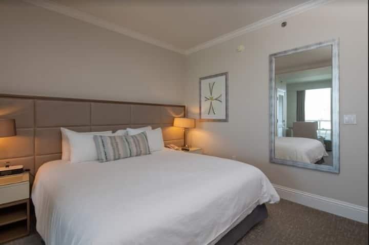 Fontainebleau ll Tresor Pool View Junior Suite