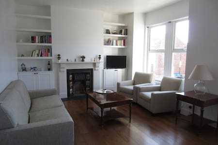 Lovely Greek home in London - London