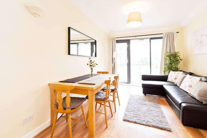 *GREAT LOCATION on LUAS Bright*Citycentre 2bed Apt
