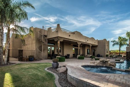 Lavish Family Desert Oasis with Private Pool! - Scottsdale - Villa