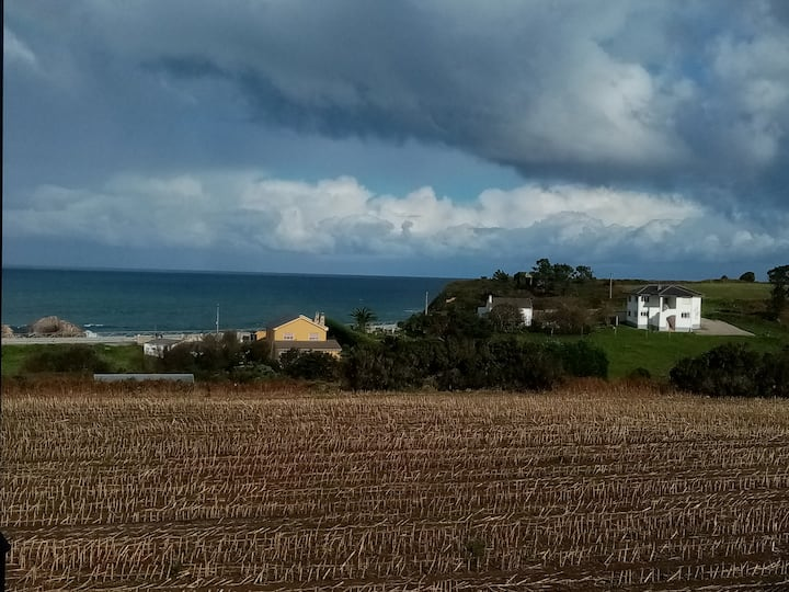 La casita de Tapia con vistas al mar