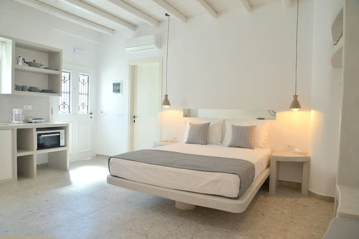 Ninomilos apartments - Luxury traditional house
