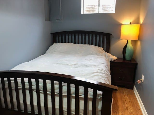 Furnished Queen/Full Bed