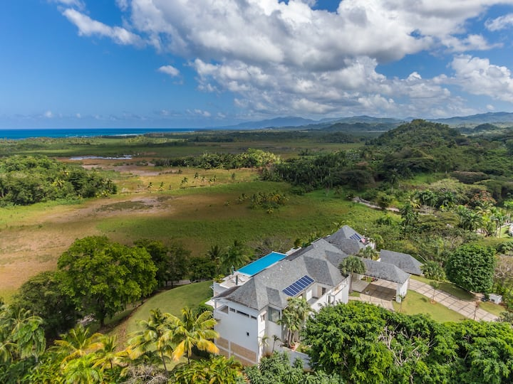 Villa with incredible view in secure residence