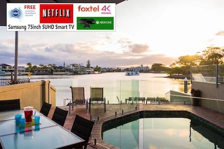 Riverfront Villa Surfers Paradise - Prime Location