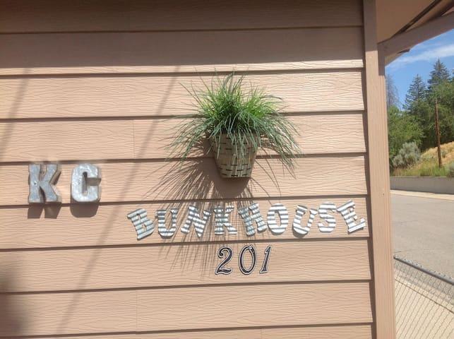 KC bunkhouse ( Main Inn / Hostel )