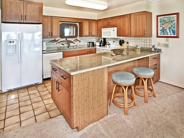 Furniture,Indoors,Room,Kitchen Island,Kitchen