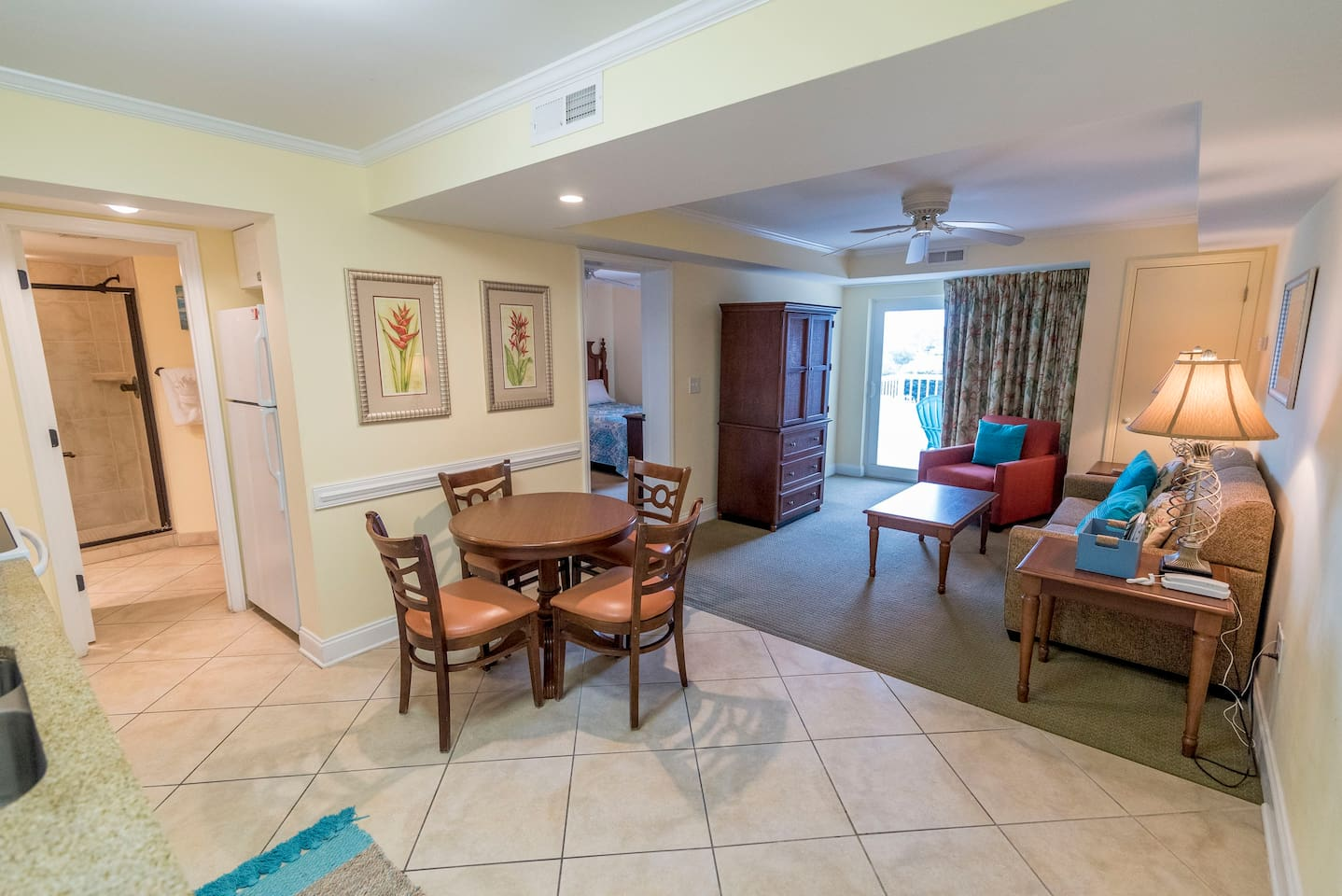 comfortable condo with room for 6