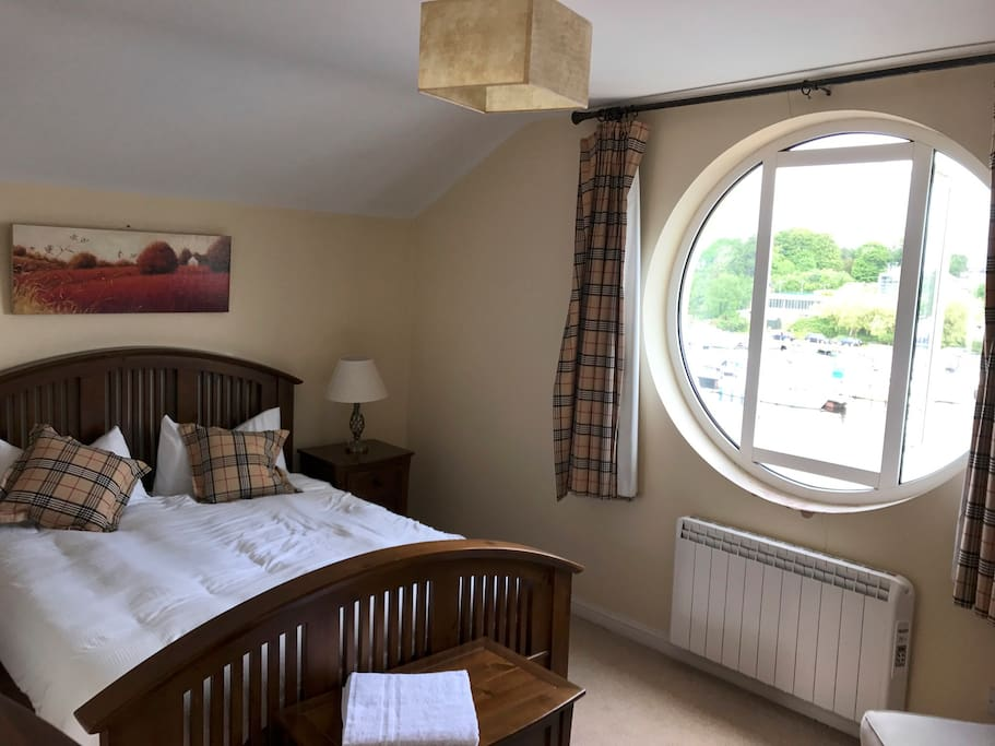 All bedrooms boast and excellent view of the water with high quality furnishings and bed linen/towels.