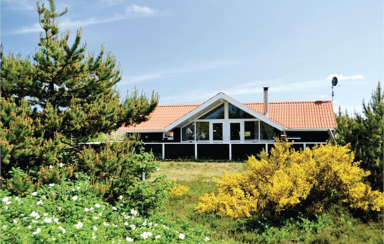 Holiday cottage with 4 bedrooms on 104m² in Hvide Sande