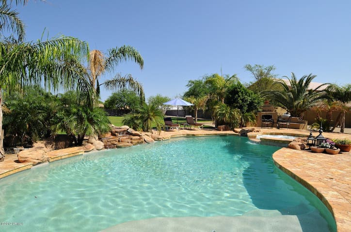 Resort living in the Phoenix area - Peoria - House