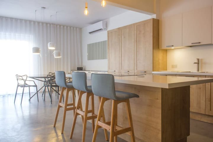 Central bright and breezy stylish Luxury Apartment