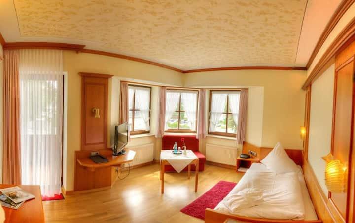 Hotel Liebesglück - Only-Adult-Hotel (Winterberg/Stadt) -, Einzelzimmer - zentral im Stadtkern Winterbergs gelegen
