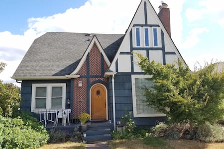 Luxury green tudor cottage near downtown, stadiums