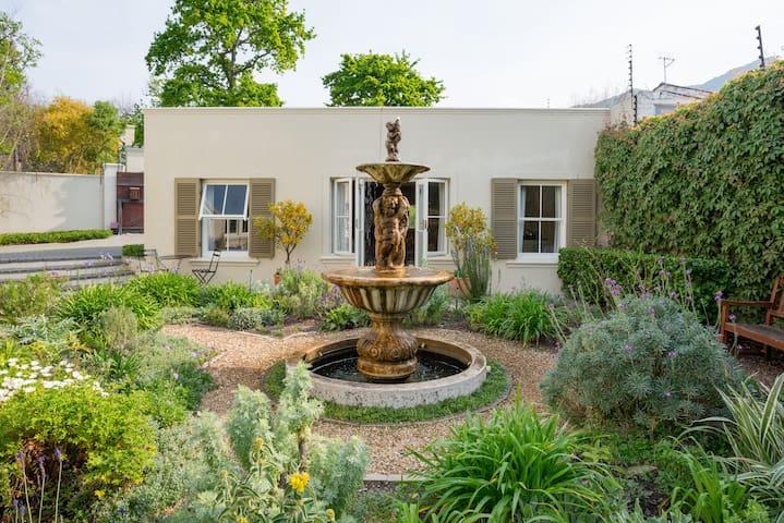 Rose Street Garden cottage