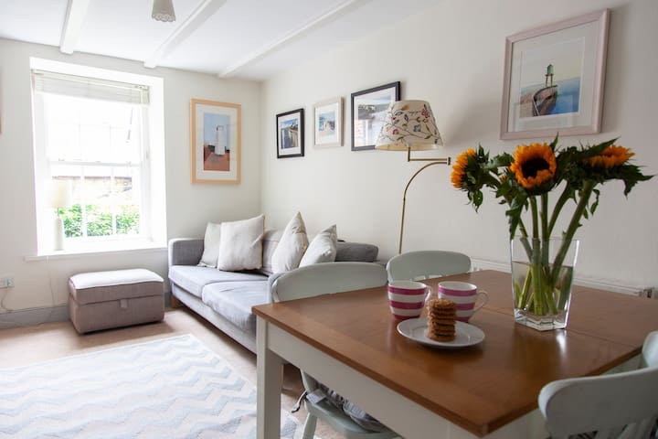 Robin Hoods Bay - near the beach - sleeps 5
