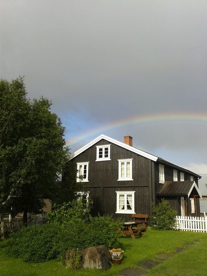 Koselig og lys leilighet på gård