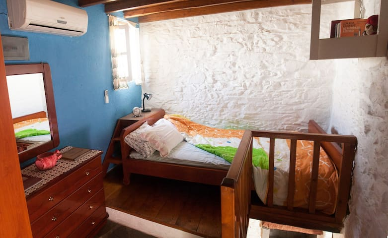 Traditional guest house in the heart of Ano Syros. - Ano Syros