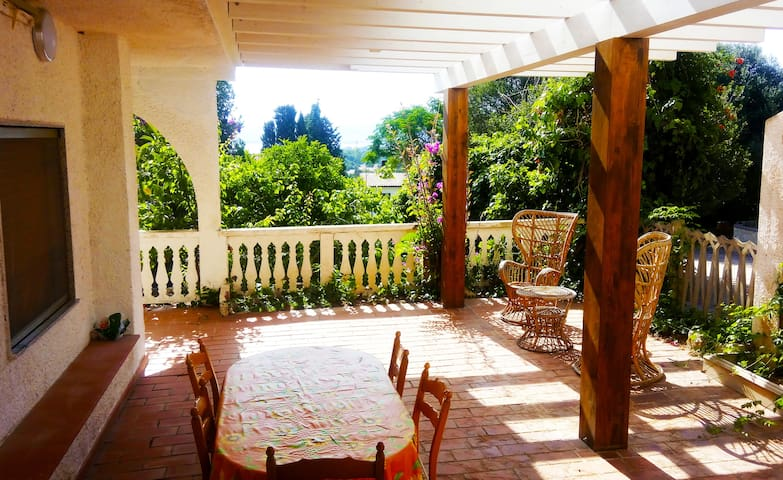 casa al mare con grande  giardino - Porto Pino - Appartement