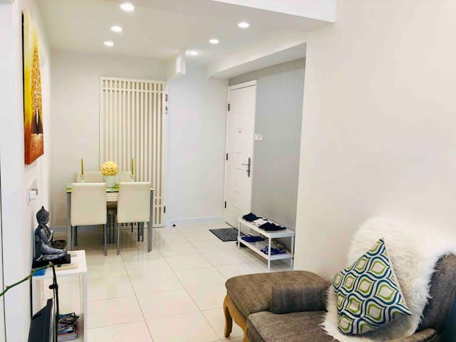 COZY 2-BR HOME IN THE HEART OF WANCHAI NEAR MTR