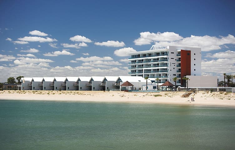 Deluxe Apartment on Beachfront - Mandurah