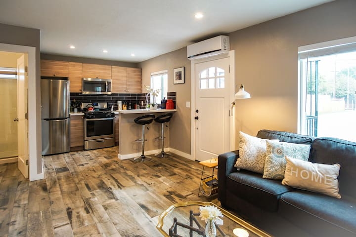 Beautiful 2Bed Home just 10min to DTLA!! - Los Angeles - Bungalow